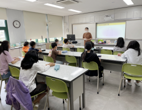 전교생을 대상으로 성교육 및 성폭력예방교육을 진행하였습니다.